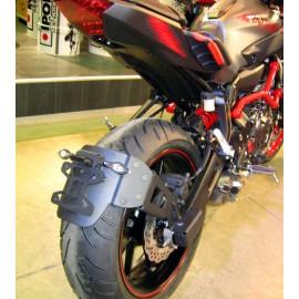 """Support de plaque déporté """"ras de roue"""" noir Yamaha MT-07"""